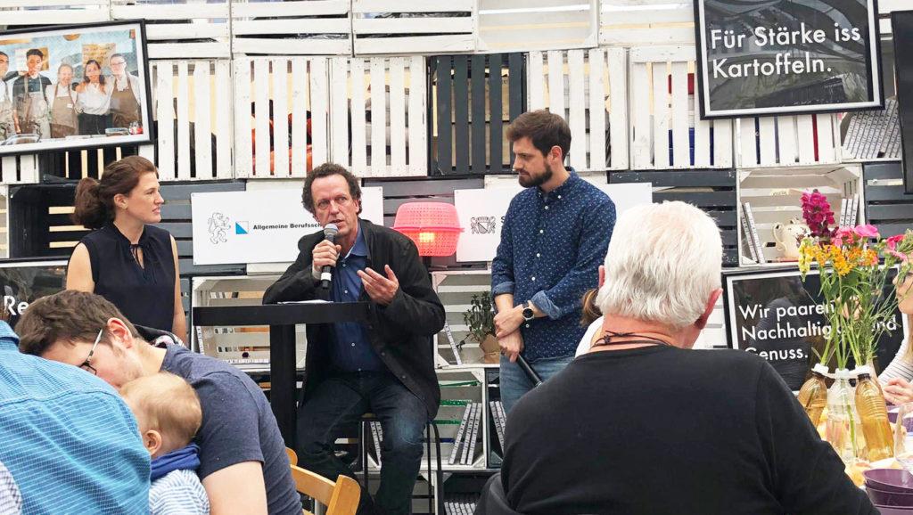 Talk-Runde im Festivalzentrum