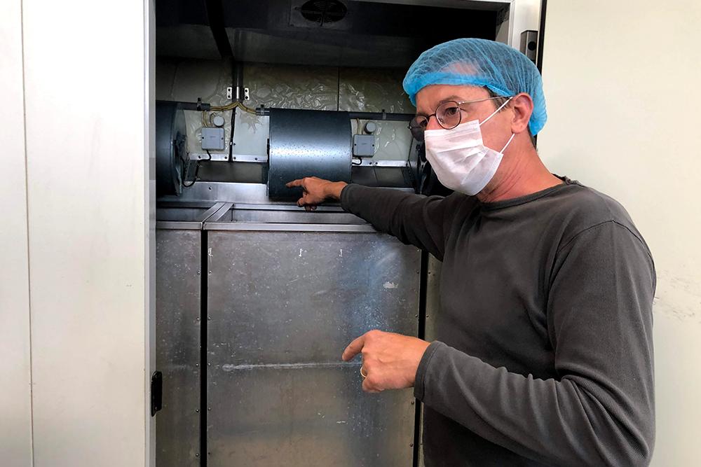 Roland Kauderer erklärt die Funktionsweise seiner Trocknungsanlagen